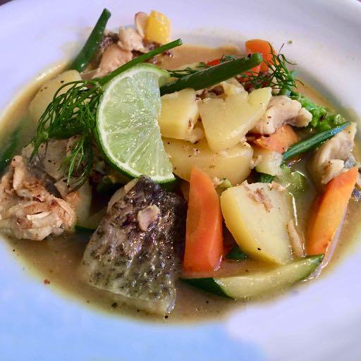 Fischfilets, Gemüse und Kartoffeln in fein mit Pernod abgeschmecktem Fischfond – Version 2